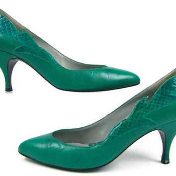 Serpentine Green - Vintage 1980s Emerald Green Spike Heel Pumps with Faux Snakeskin Flame / Leaf Applique, Made in Spain by JAZZ, 6 M