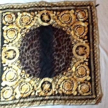 DCCKWA2 Versace gold/black leopard detail 33.5/33.5 hand rolled hem silk scarf