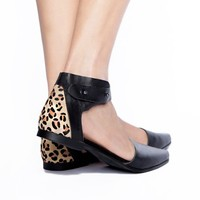 Leopard leather pointy flats