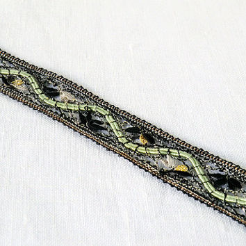 bracelet, handmade bobbin lace out of yarn, black-green, silver coated fastener, klöppeln, dentelle, kant, lace, handmade, inana no1051