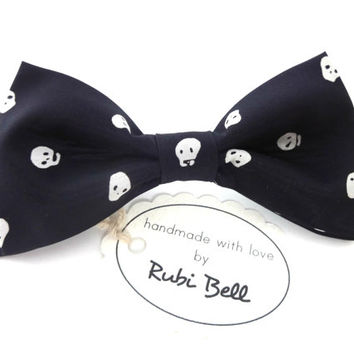 Bow Tie - black bow tie with skeleton heads - man bow tie - men bow tie - gifts for him - skeleton bow tie