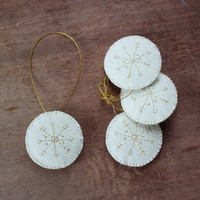 Felt snowflake ornament - rustic primitive - Christmas ornaments - Christmas decoration - gift creme white - golden snowflake - set of 4