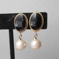 Elegant Vendome Vintage Gold Tone Faux Black Onyx & Dangle Pearl Earrings