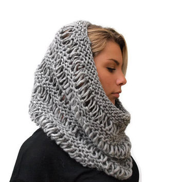 Grey cowl, knit scarf , Gray loose knit Cowl, hand knit chunky cowl, winter scarf, wool scarf