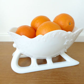 Large Westmoreland milk glass sleigh in mint condition
