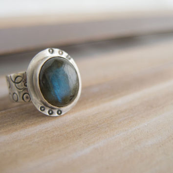 Sterling Silver Rings for women, Labradorite Statement Ring, Stamped Circles Jewelry, Bubble Ring, Northern Lights jewelry,