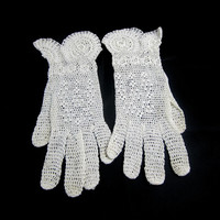 Vintage Crochet Gloves Size S , Ivory Lacy Gloves with Scallops at Wrist & Floral Details Dressy Wedding or Southern Belle Costume