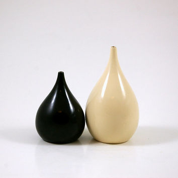 Vintage Takahashi Teardrop Salt and Pepper Set in Cream and Black -- Lacquer and Wood