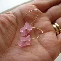 Lucite Flower Earrings - Frosted Pi.. on Luulla
