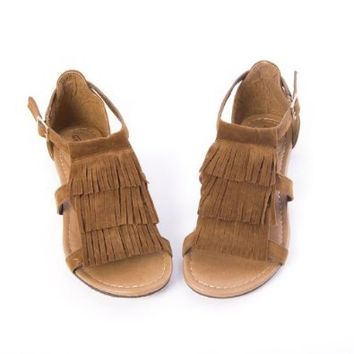 Breckelles Women's NADIA19 Fringe Ankle Strap Shoes Flat Sandals Gladiator T Strap, Tan Brown Faux Suede