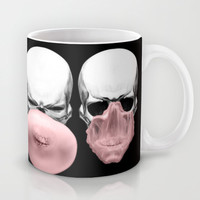 Skulls chewing bubblegum Mug by Piotr Burdan