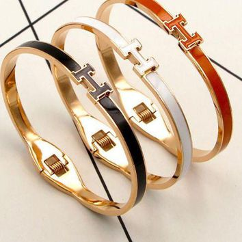 Hermes Color Alphabetic Non   Colored Hand Ring Female Han Version Of The Simple Girl Gold Titanium Bracelet Jewelry.