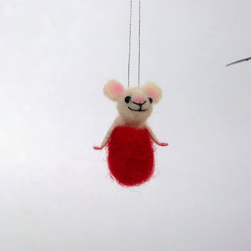 Needle felted Christmas mouse Hanging mice decor Xmas mouse ornament Mini animal Cute tiny mouse Handmade figurine Woolen soft sculpture