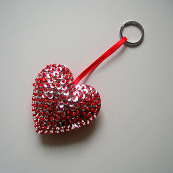 Red felt heart keychain - valentines day home decoration - gift tags, ornaments - puffy heart