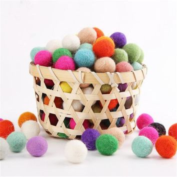 Christmas Wall Toys 2cm Wool Felt Balls Colorful Birthday Party DIY Accessories Decor Room Arts And Crafts Toys For Children
