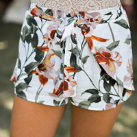 Southern Sweetheart Floral Shorts (Off White)