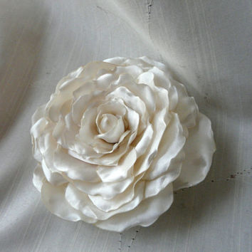 Flower Bridal Hair Clip, Ivory Hair Accessory, White Fabric Flower, Bridal Hair Flower, Wedding Ivory Hair Clip