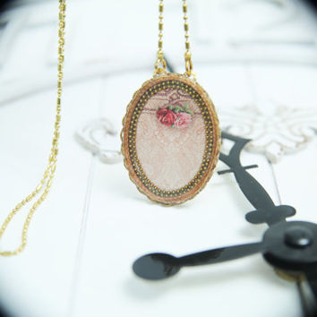 Necklace jewelry vintage style, an oval pendant roses on pink lace print, brass, antique style, victorian, adjustable chain length, romantic