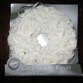 White Silk Flower Wreath Circle of Love Candle Ring Wedding Decor Wilton MIB NEW 6 inch diameter
