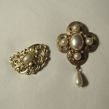 70s 80s Faux Pearl Goldtone Brooch / Ornate Brooch / Victorian Style Brooch / Set of Two Vintage Brooches / Pins Brooches