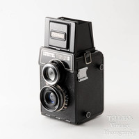 Lomo Lubitel 166B TLR 120 Roll Film Camera Boxed with Case, Instructions & Lens Cap - Working, Excellent Condition