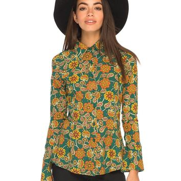It's all about retro florals this season and our Poplin shirt really channels the trend. Featuring long sleeves, a button down front, cute collar and tailored fit. Style this up with a pair of simple flares and ankle boots for an awesome throwback 70s look