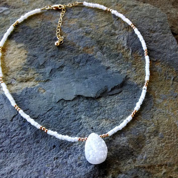 White Druzy pendant, white druzy necklace, druzy and gold beads necklace, statement necklace, gemstone necklace,