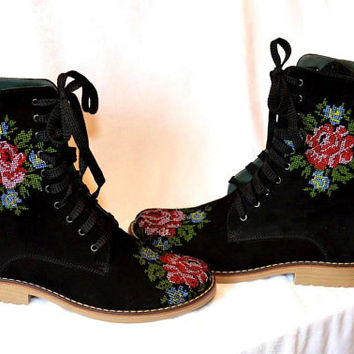 Russian print Urban boots Ankle Boots Flower embroidery Lace up Ukraine Ankle Boots in black leather with flower embroidery Custom made shoe