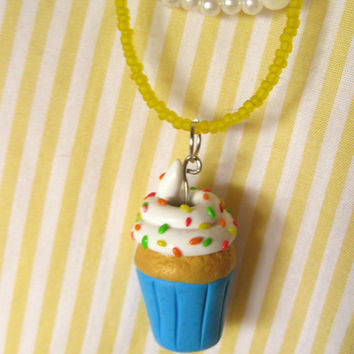 Kawaii Cupcake Necklace , Kawaii Cupcake Charm , Cupcake polymer clay , Miniature food jewelry, Polymer clay jewelry, Cupcake with sprinkles
