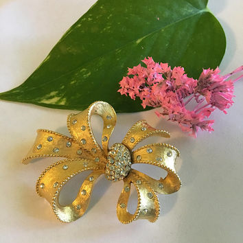 Bow Brooch, Vintage Gold and White Rhinestone Tied Bow Pin, Ribbon Jewelry With Pave Encrusted Crystals and Detailed Edging, Corsage Holder