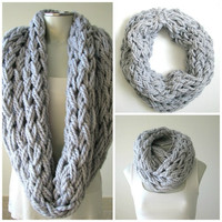 Super Chunky Knit Infinity Scarf, Open-knit Winter Loop Scarf, Light Gray Cozy Wool Scarf