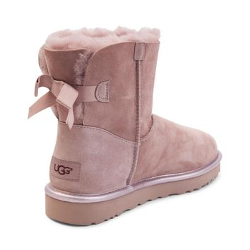 UGG® was positioned as a high-end luxury brand, high-end fashion marketing.