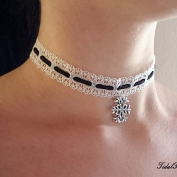 White choker - black and white - white lace choker - gothic choker - colar necklace - snowflake necklace - lace necklace - lace colar
