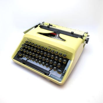 1970s Picasso Yellow Working Vintage Manual Remington Graduate Typewriter. In Very Good Cosmetic Condition. Office Decor.