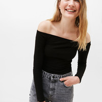 Fitted off-the-shoulder T-shirt - Tees - Bershka United States