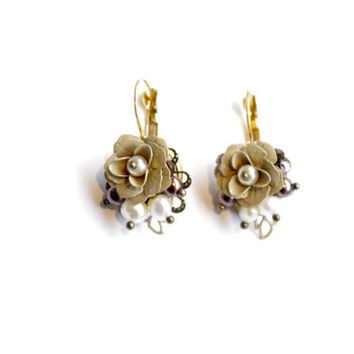 Small rose earrings. beige floral romantic shabby chic summer bridesmades earrings. Romantic rose dangle earrings