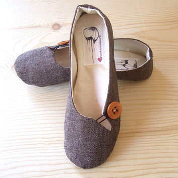Size 8  Keyhole Flat in Newsboy Tweed by HydraHeart on Etsy