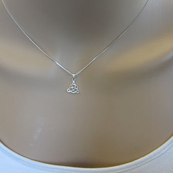 Sterling Silver Celtic Knot Necklace , Knot Necklace, Everyday Necklace, simple Necklace