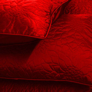 "Cotton red  twin size quilted bedspread with 2 pillows in size 108""x90"" and 20""X26"""