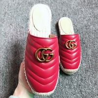 GUCCI 2019 new double G V pattern flat bottom bottom fisherman shoes slippers Red