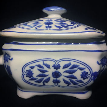 Blue and White Chinese Porcelain Box with Lid Marked