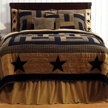 Delaware Star - 3pc Queen - Patchwork Quilt and Shams Set - Black and Tan - Country Stars