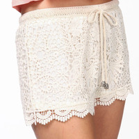 SCALLOPED CROCHET SHORTS