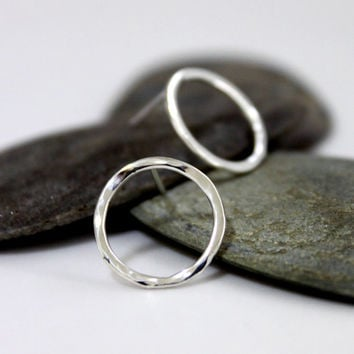 Sterling Silver Circle Earrings/ Hammered Silver Earrings/ Simple post earrings/ Handmade Silver Earrings.