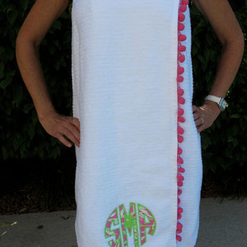 lilly pulitzer circle monogram applique towel wrap with pom pom fringe