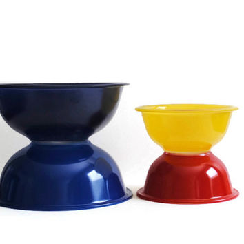 Four PYREX Mixing Bowls - Red, Yellow, Blue, and Dark Blue - (#500.79)
