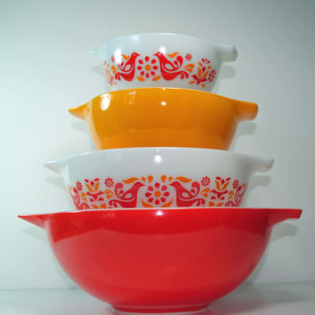 PYREX Friendship Cinderella Mixing Bowls Set of 4 With Original Box