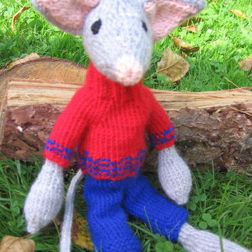 Knitted stuffed animal. Knitted mouse. Knitted mouse with clothes. Handmade stuffed animal. Gray mouse. Storytelling mouse.