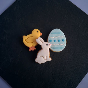 12 Easter cookies decorated with vanilla fondant. Rabbit, chick and egg.