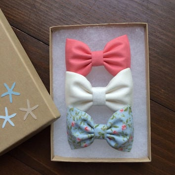 Beautiful Seaside Sparrow hair bow set.  These hair bows make a perfect gift for her.